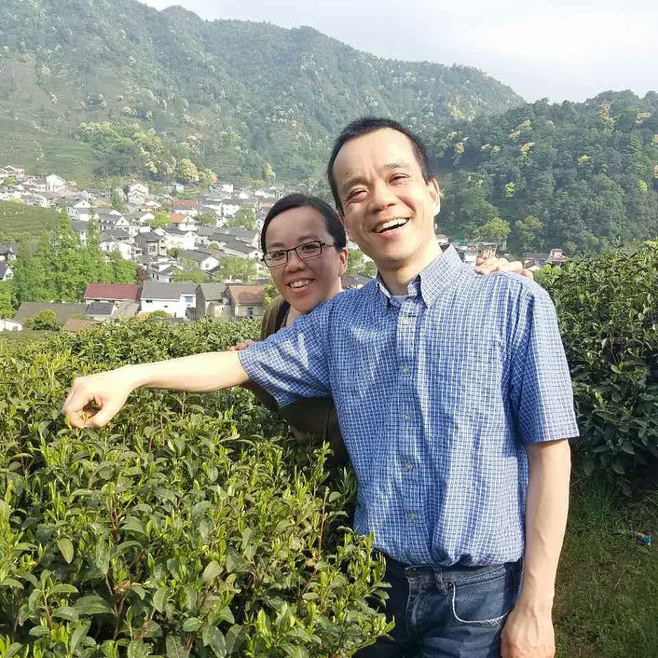 Yiemie and Hong Tong harvesting tea in Zhejiang in China