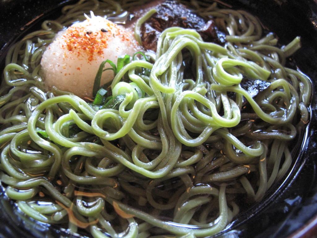 Matcha noodle with shiitake